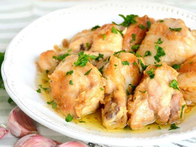 Pollo al mojo de ajo