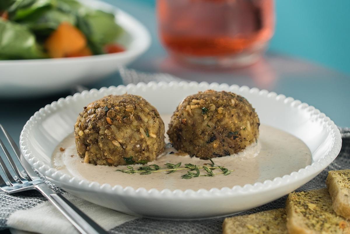 Albóndigas veganas con salsa de champiñones