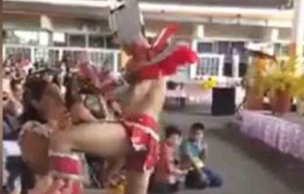 Primaria de Veracruz celebra a mamás con stripper